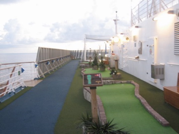 cruise mini golf
