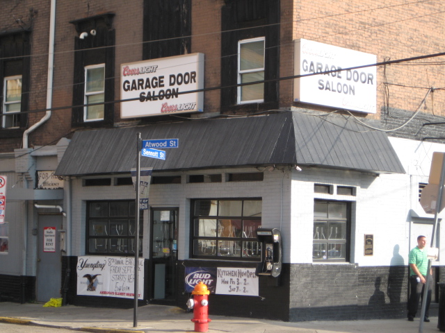 Charmant Garage Door Saloon